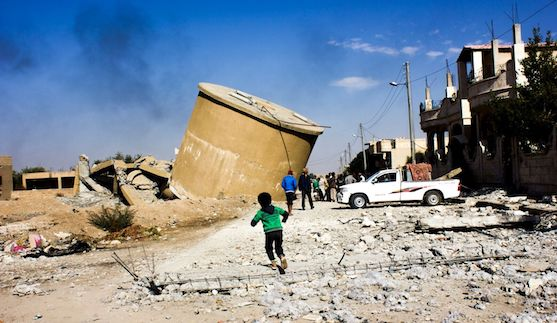 Residents of Al Mishlab, east of Raqqa returning back home to check their houses and belongings. © Diala Ghassan/MSF